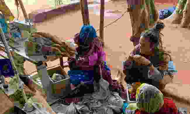 Rhiannon Bryant with women in Rajasthan (c/o Rhiannon Bryant)
