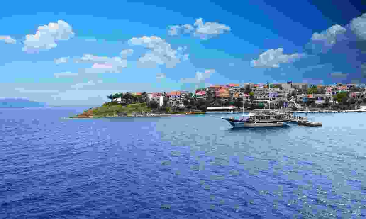 Relax on the coast in Greece (Shutterstock)