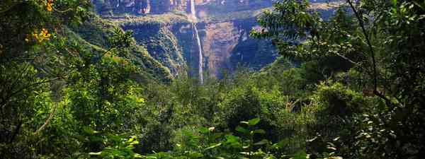 Wild waterfall in Chachapoya (GoctaNatura.com/Daniel Silva)