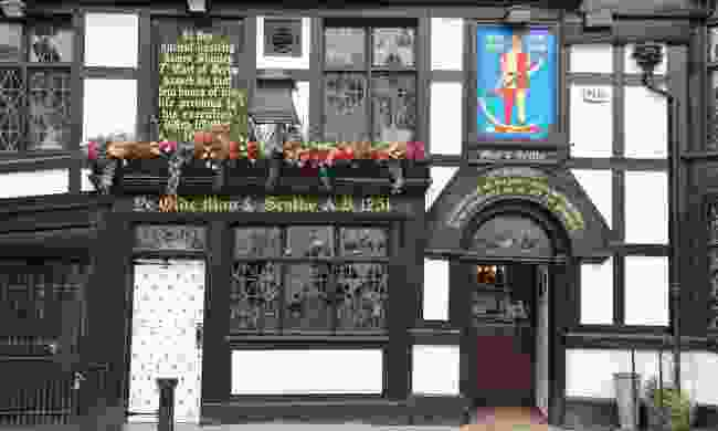 Exterior view of Ye Olde Man & Scythe pub (Shutterstock)