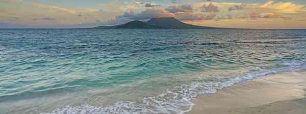 View of the Nevis Peak volcano from Saint Kitts (Shutterstock)