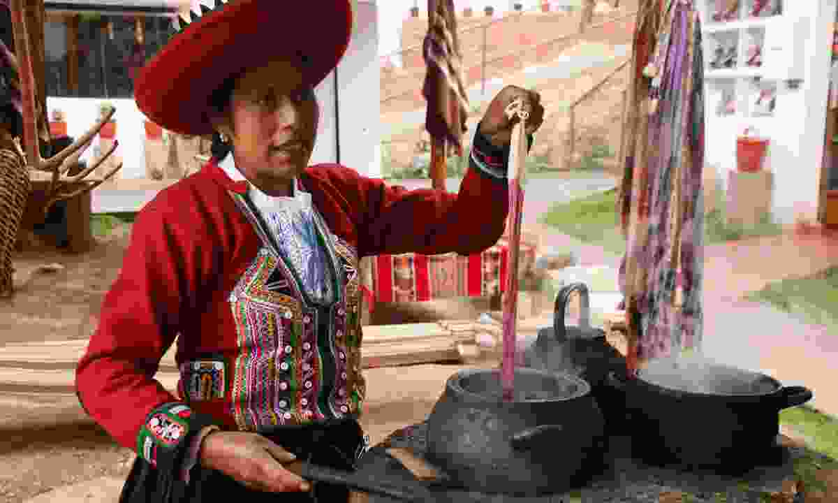 Paulina dyeing skeins the old wat in Chinchero – she also taught me how to make 'Inca shampoo' (Paul Bloomfield)