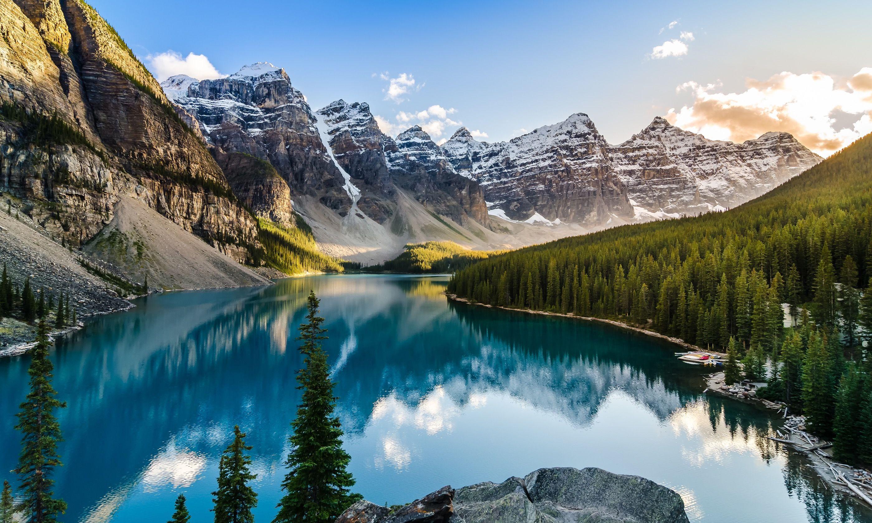 Moraine Lae in the Canadian Rockies (Dreamstime)