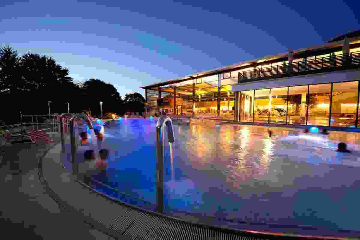 Soothe your legs in Bad Urach's hot springs (AlbThermen Bad Urach angeben)