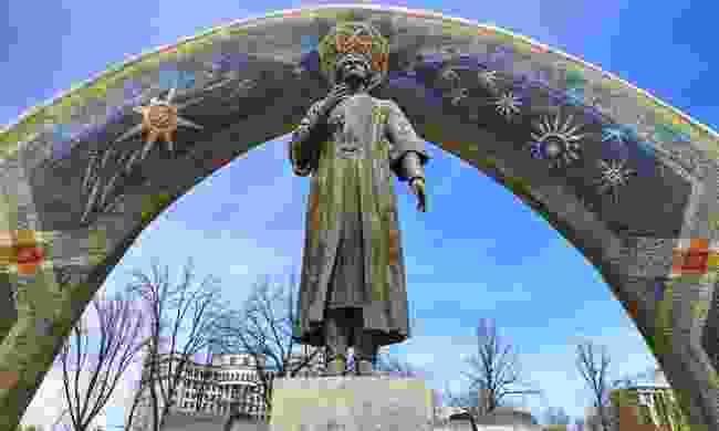 Monument in Rudaki Park, Dushanbe, Tajikistan (Dreamstime)