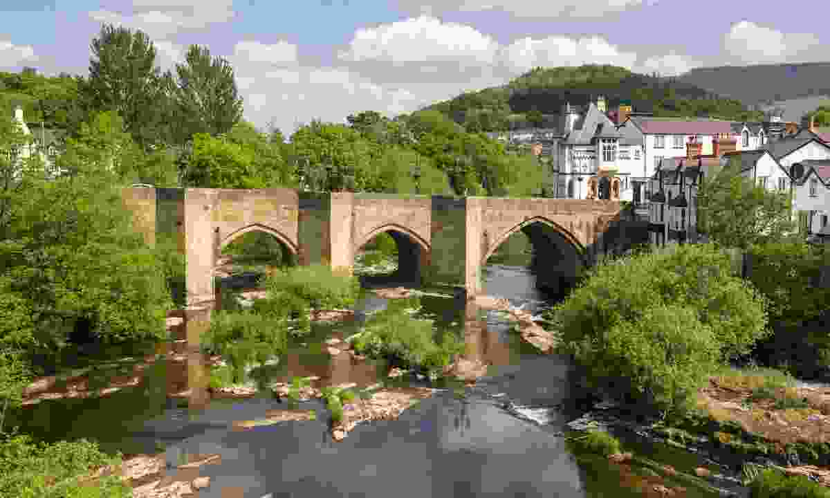 The beautiful medieval Llangollen bridge, one of the wonders of Wales (Dreamstime)