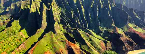 One of Hawaii's gorgeous island coastlines (Shutterstock)