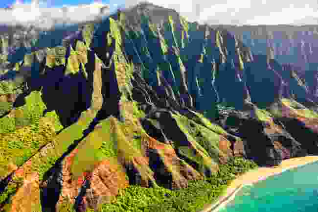 One of Hawaii's gorgeous island coastlines (Shutterstock)