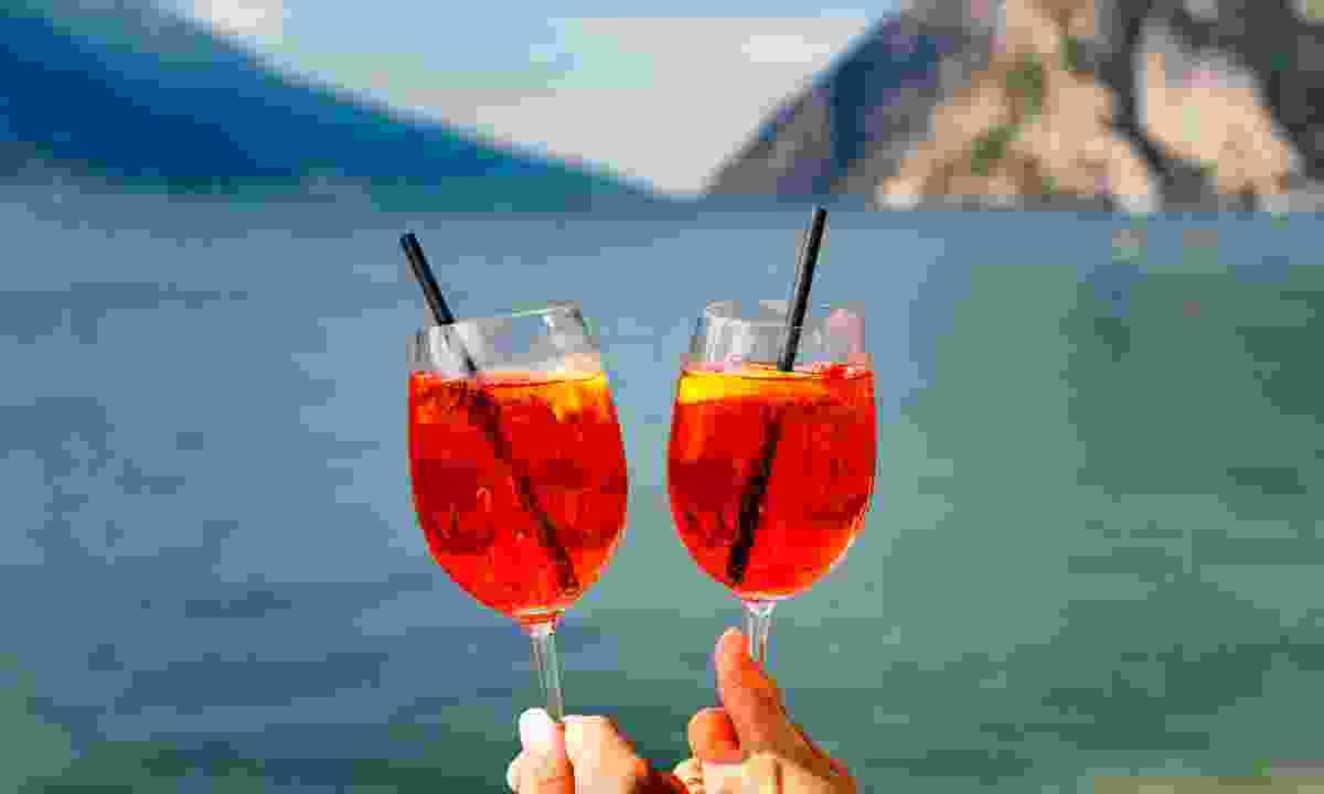 Stop for an aperitivo (Jacopo Salvi/ Garda Trentino S.P. A.)