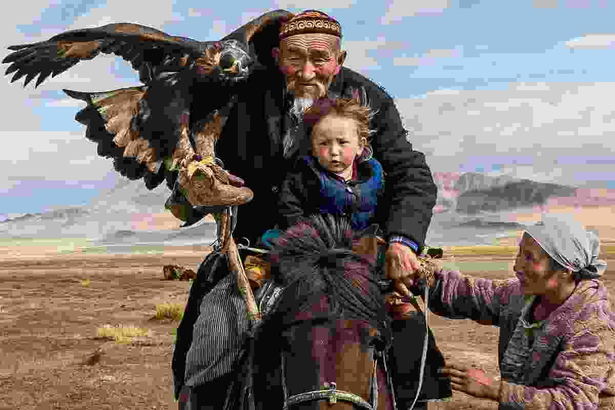 Eagle-hunting family in Bayan-Ölgii, Western Mongolia (Tariq Zaidi)