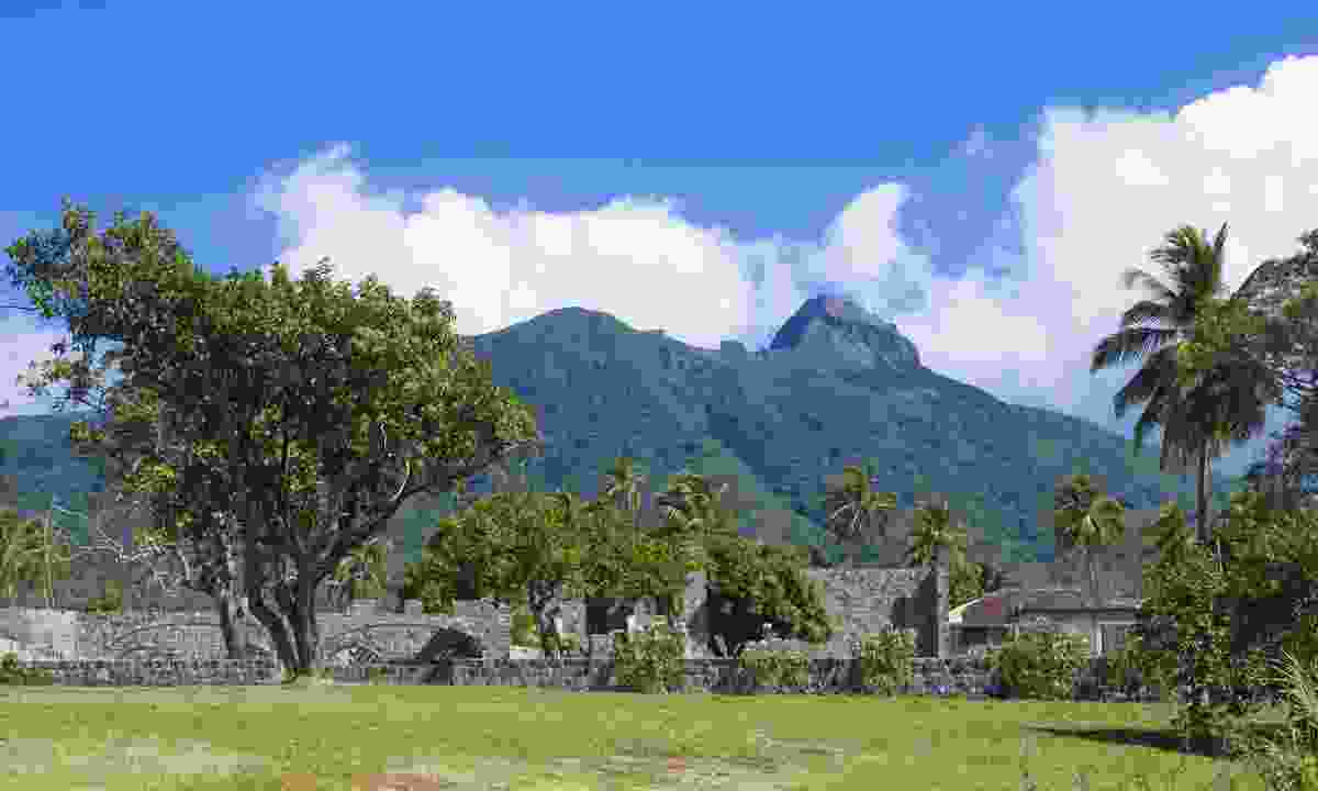 Ruins of a sugarcane plantation in front of Mt Liamuiga (Shutterstock)