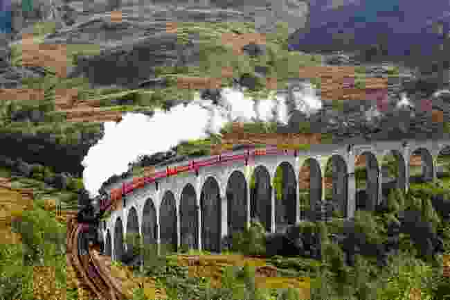 Glenfinnan Viaduct on the West Highland Lane, Scotland (Shutterstock)