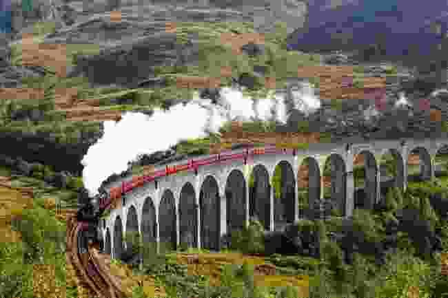 Glenfinnan Viaduct on the West Highland Lane, Scotland (Shutterstock)