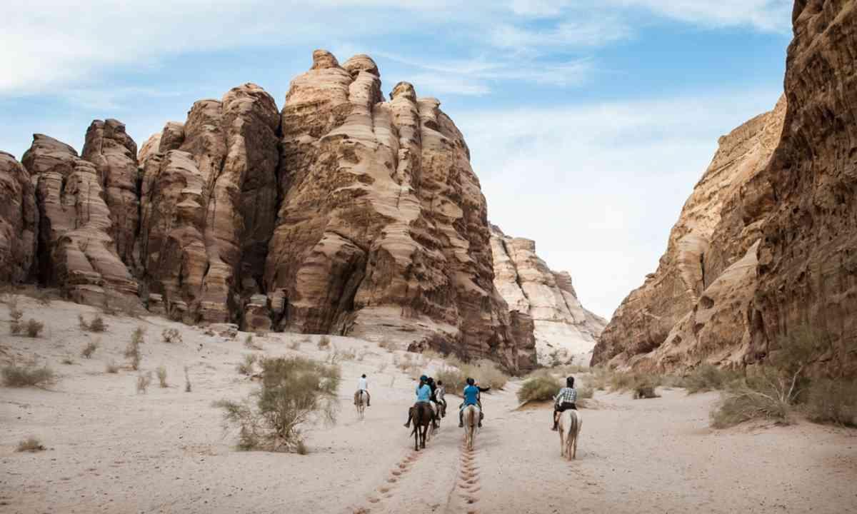 On horseback in Wadi Rum (Wild Frontiers)