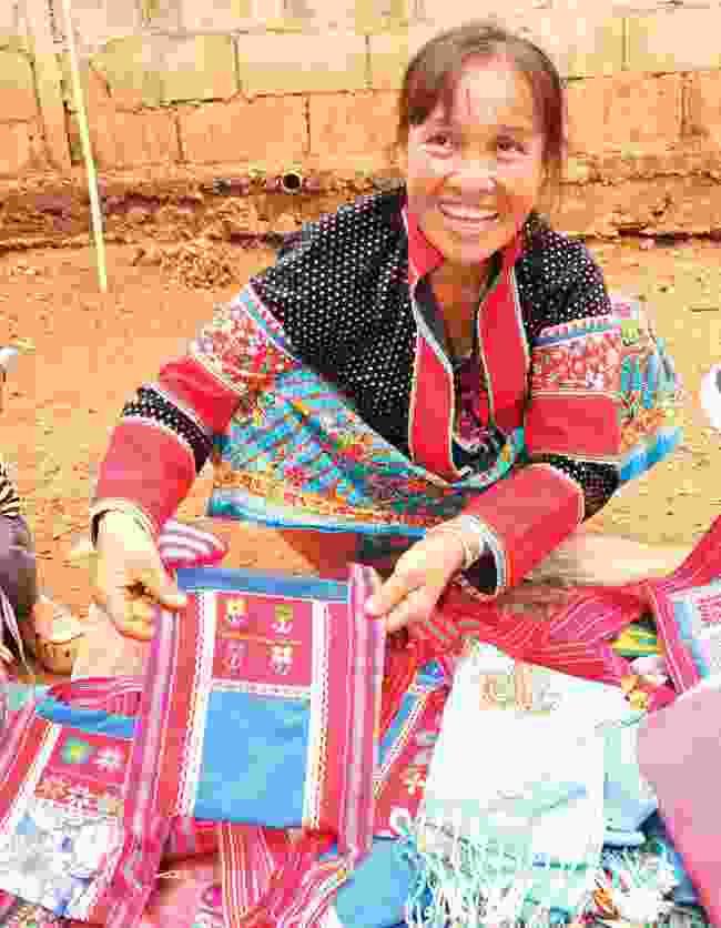 Textiles in Pha Mon (Martin Symington)