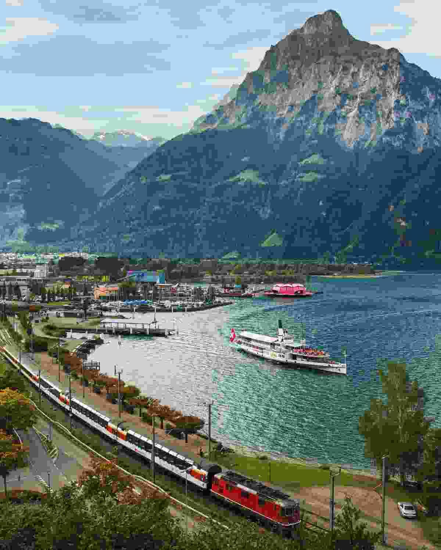 Gotthard Panorama Express at Flueelen, Central Switzerland (swiss-image.ch)