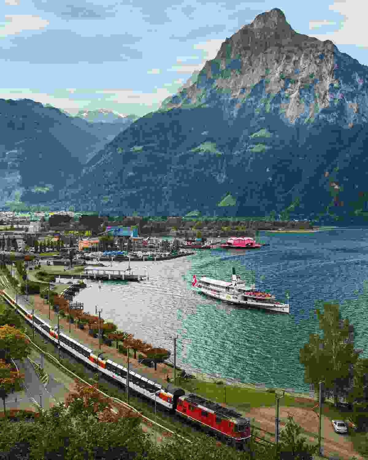 Gotthard Panorama Express at Flueelen, Central Switzerland (swiss-image.ch)