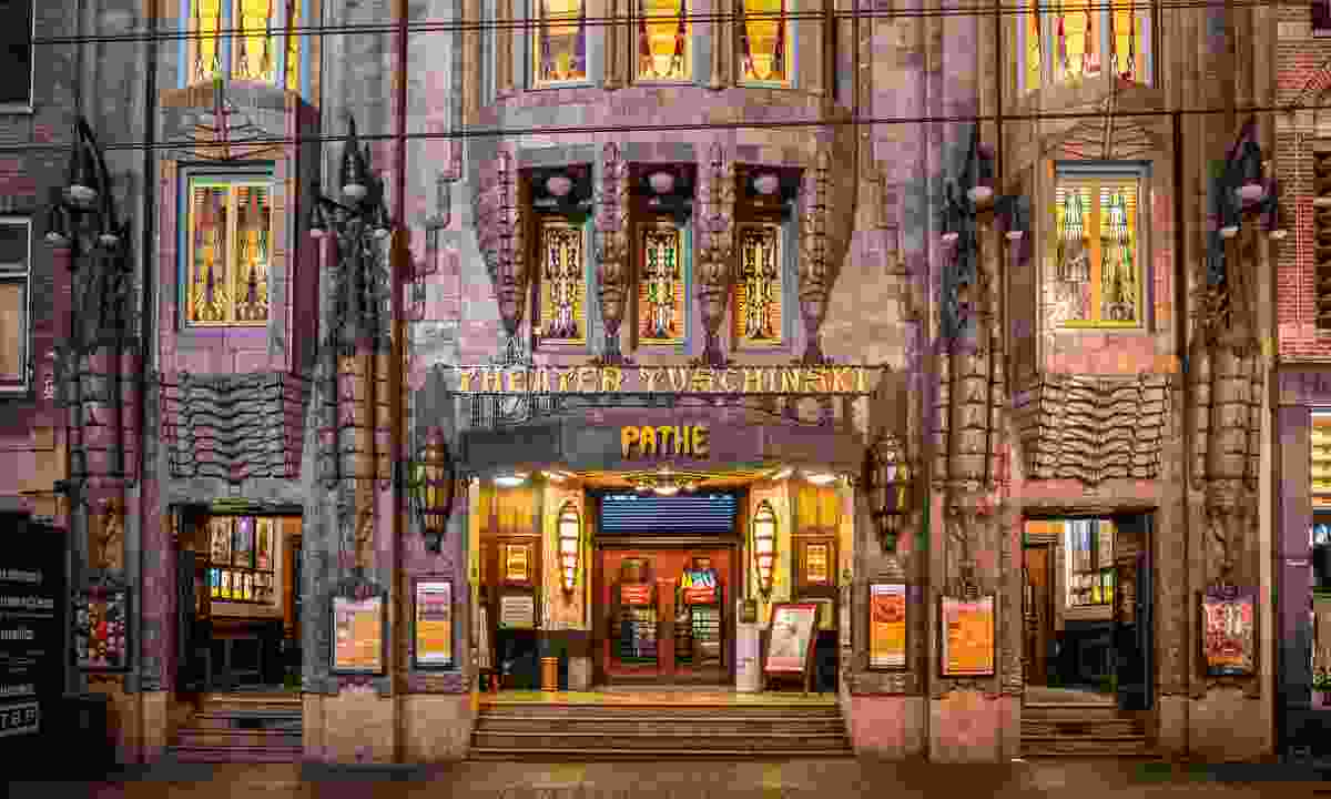 Pathé Tuschinski at night (Shutterstock)