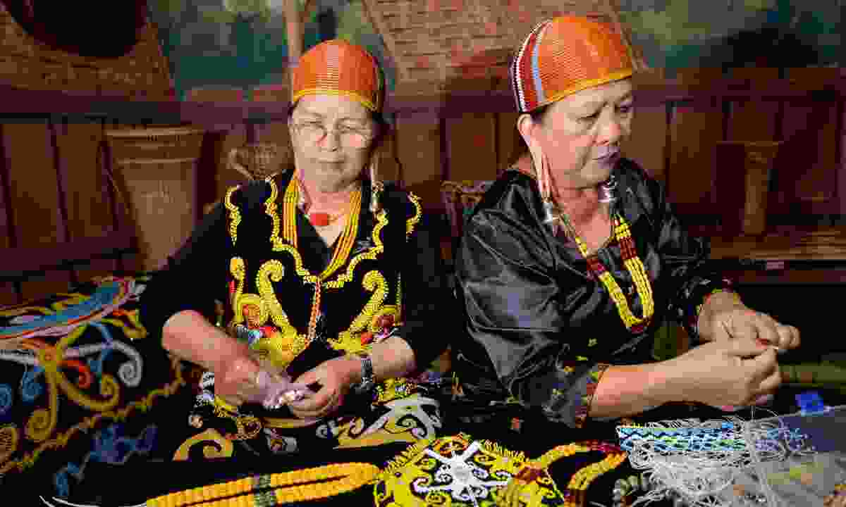 Two Kelabit women. (Dreamstime)