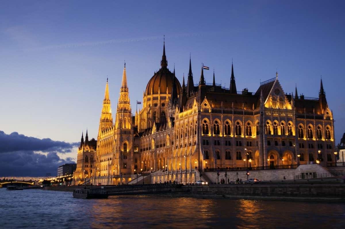 Hungarian Parliament at dusk (Dreamstime)