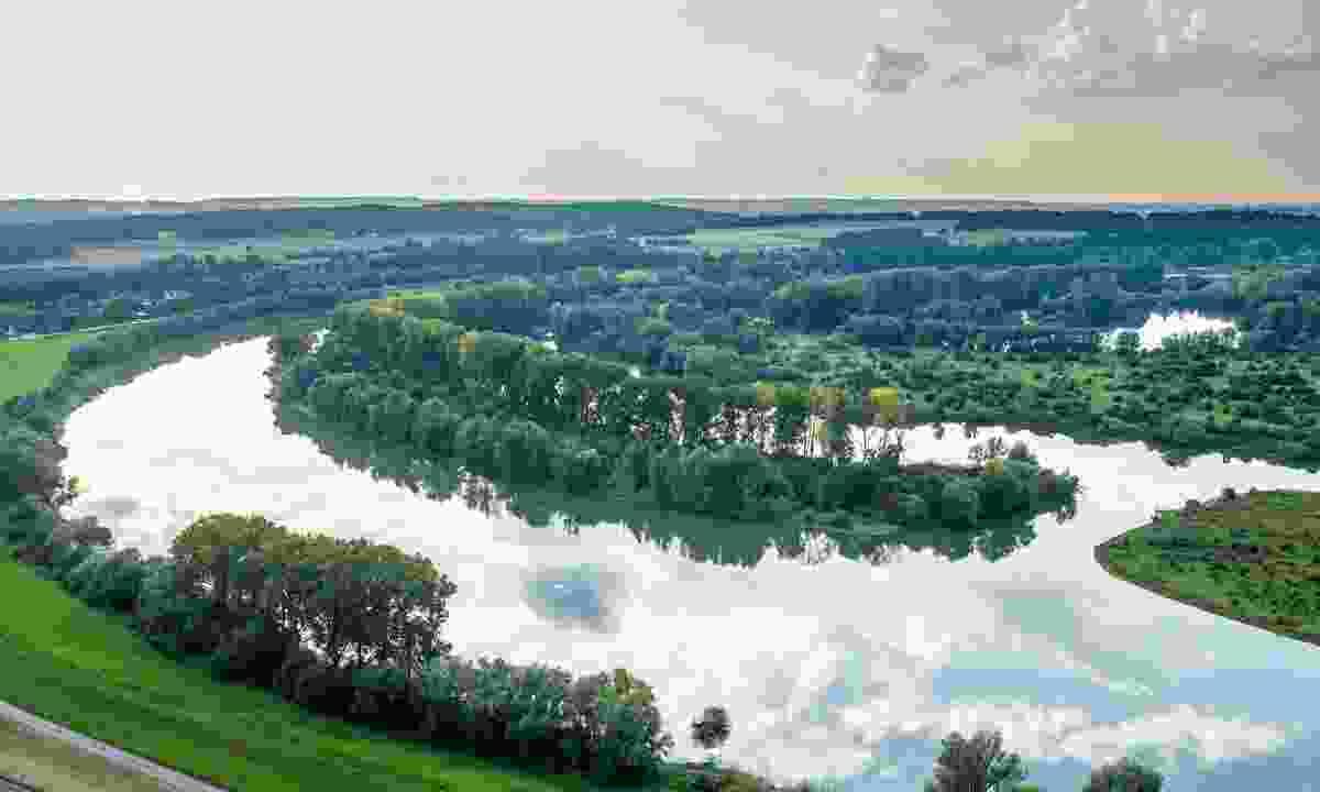 The Rhine River close to Kleve, Lower Rhine (Tourismus NRW, Dominik Ketz)