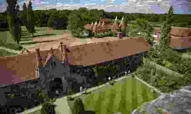 The grounds of Sissinghurst Castle (Shutterstock)