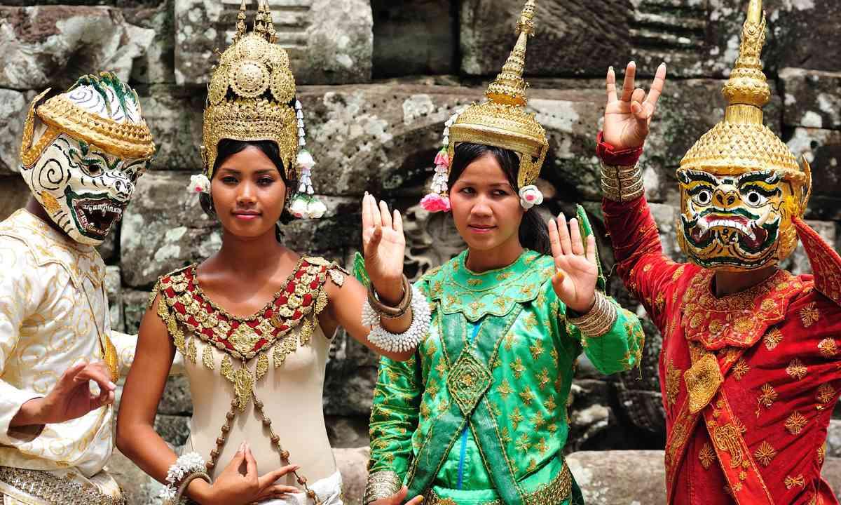 Dancers at Angkor Wat (Dreamstime)