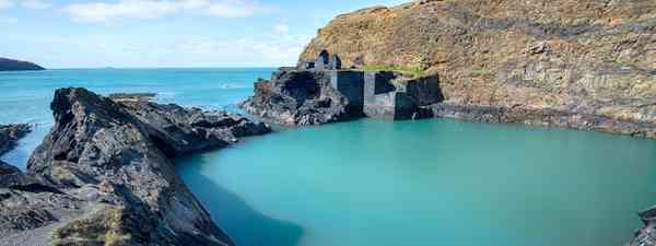 The Blue Lagoon in Pembrokeshire, Wales (Shutterstock)