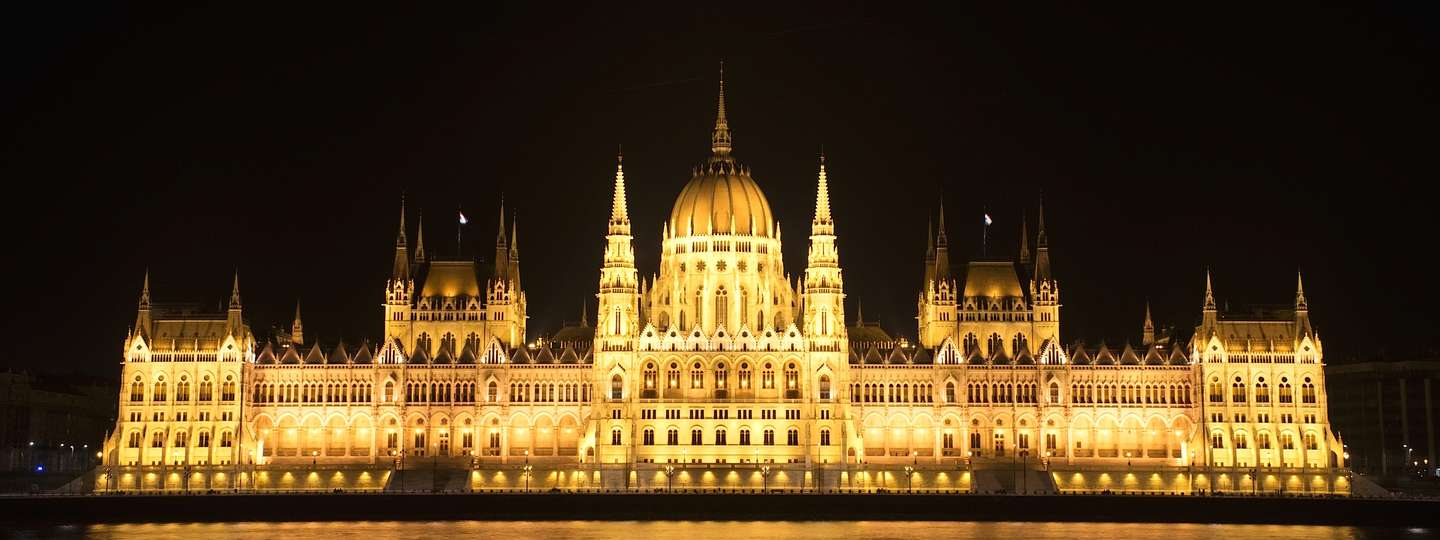Hungarian Parliament at night (Dreamstime)