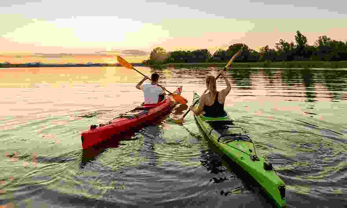 Enjoy kayaking on the lake (REGIO)