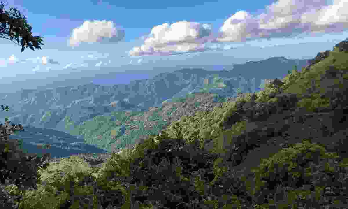 View over the valley from the Blue Mountains in Jamaica (Shutterstock)