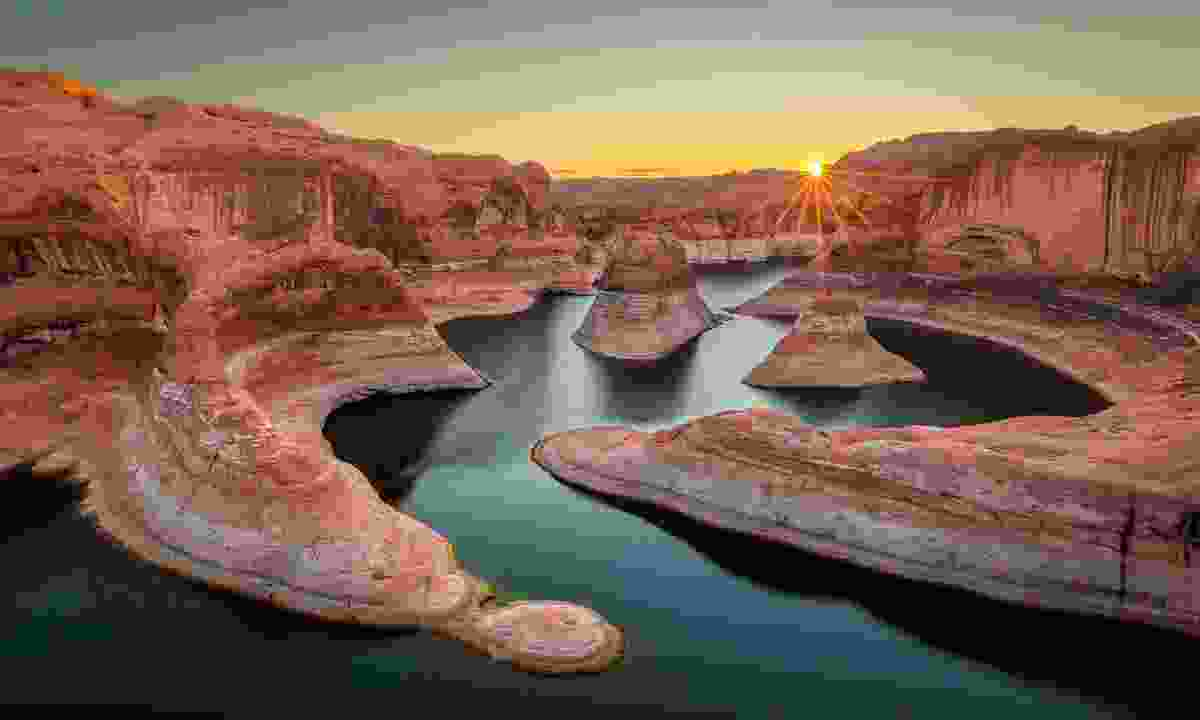 Try paddleboarding on stunning Lake Powell (KCOT)