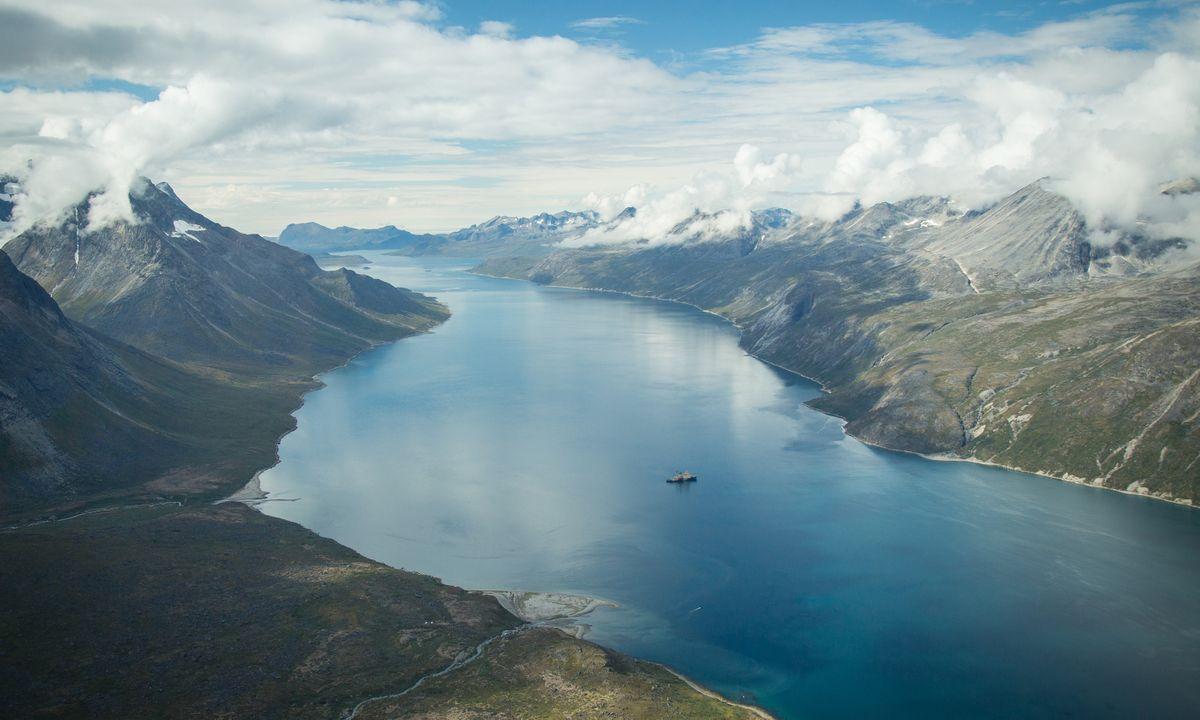 How to travel around Greenland