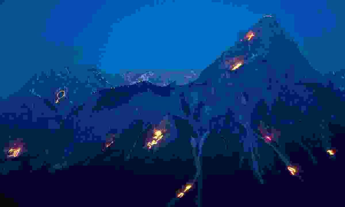 Tiroler Zugspitz Arena mountain fire festival (Albin Niederstrasser)