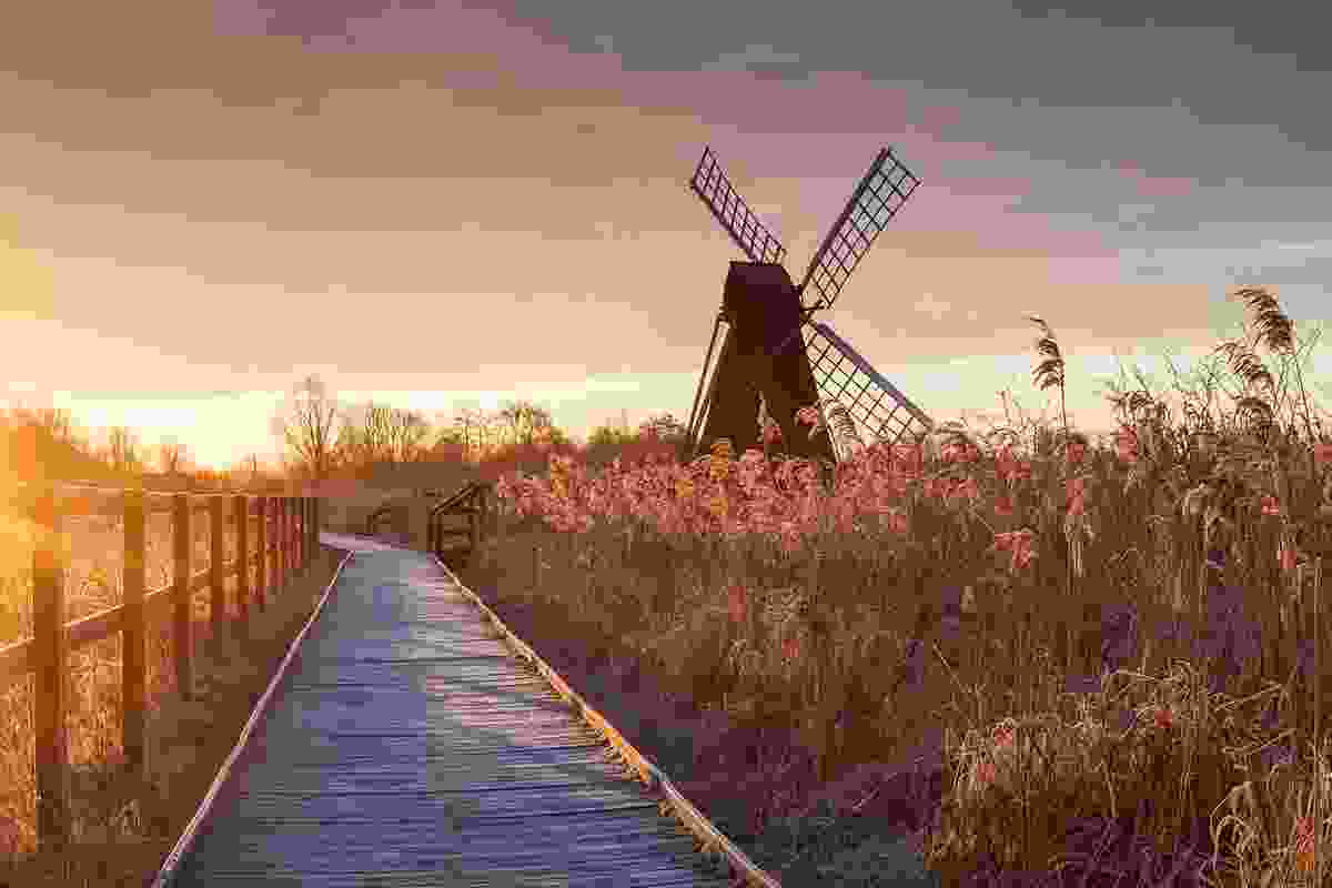 The windpump from the boardwalk at sunrise on a frosty morning. Canon 5D IV, 24–105mm at 45mm, ISO 100, 1/8s at f/16. LEE 0.69 medium ND grad, tripod. Jan (© Justin Minns)