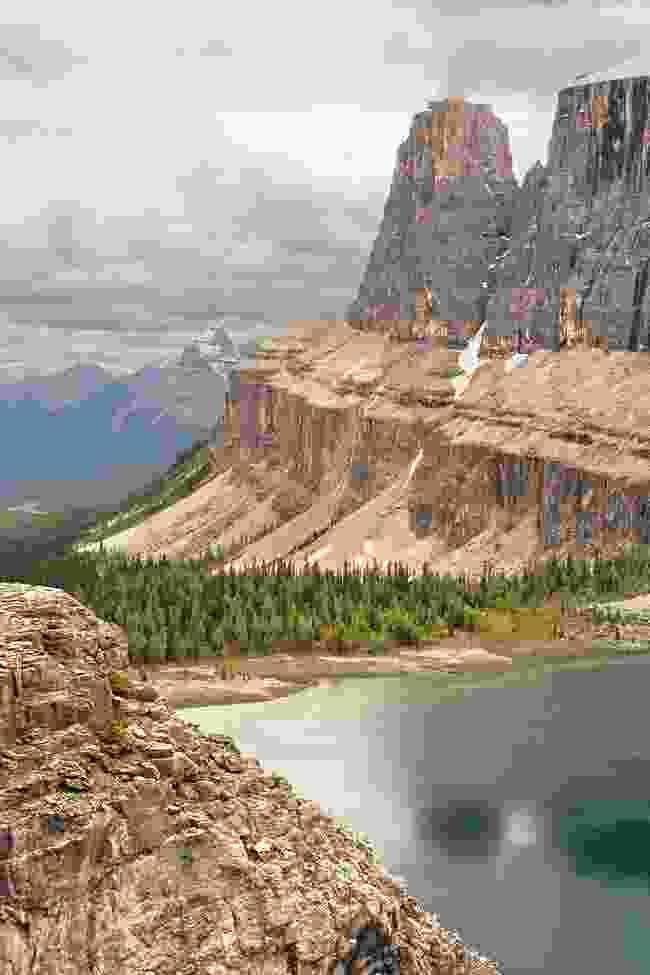Castle Mountain and Rockbound Lake (Shutterstock)