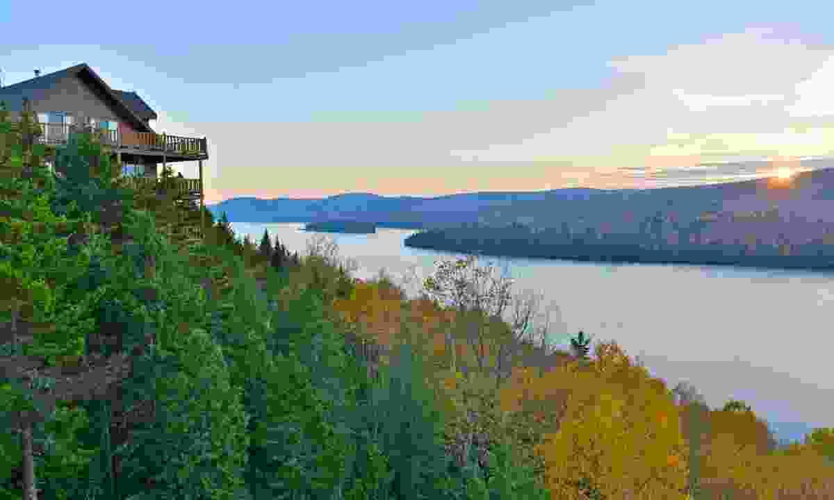 Lake Sacacombie (Shutterstock)