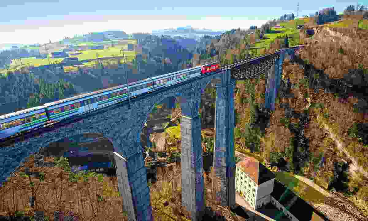The Voralpen Express crossing the Sitter viaduct near St. Gallen ( swiss-image.ch)