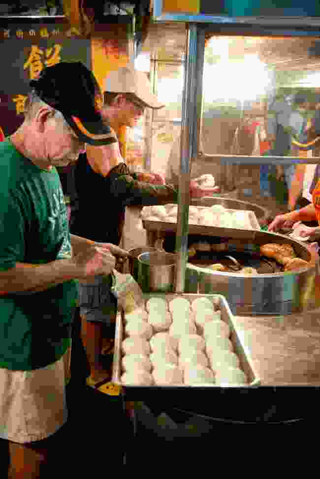 Grabbing steamed bao (buns) at the Raohe night market (Mark Stratton)