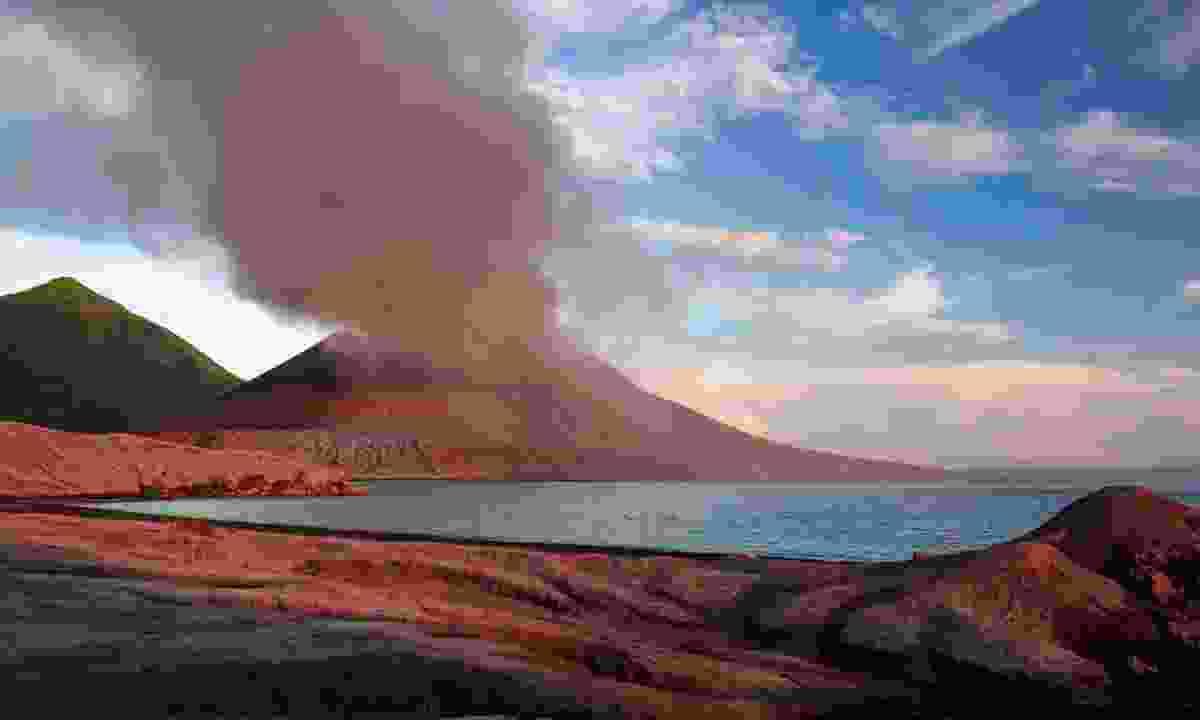 A volcano erupting in Papua New Guinea (Dreamstime)