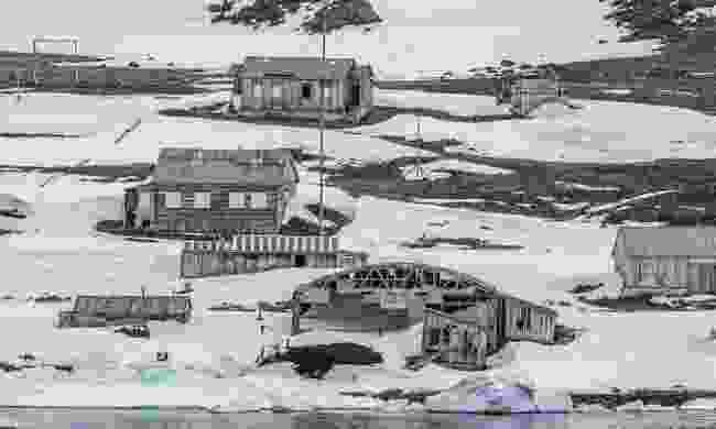 Wooden buildings on Franz Josef Land (Sam Crimmin)