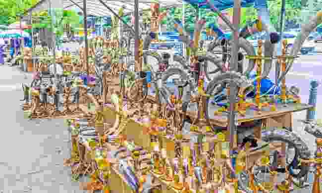 Drinking horns for sale at the Dry Bridge Flea Market in Tbilisi (Shutterstock)