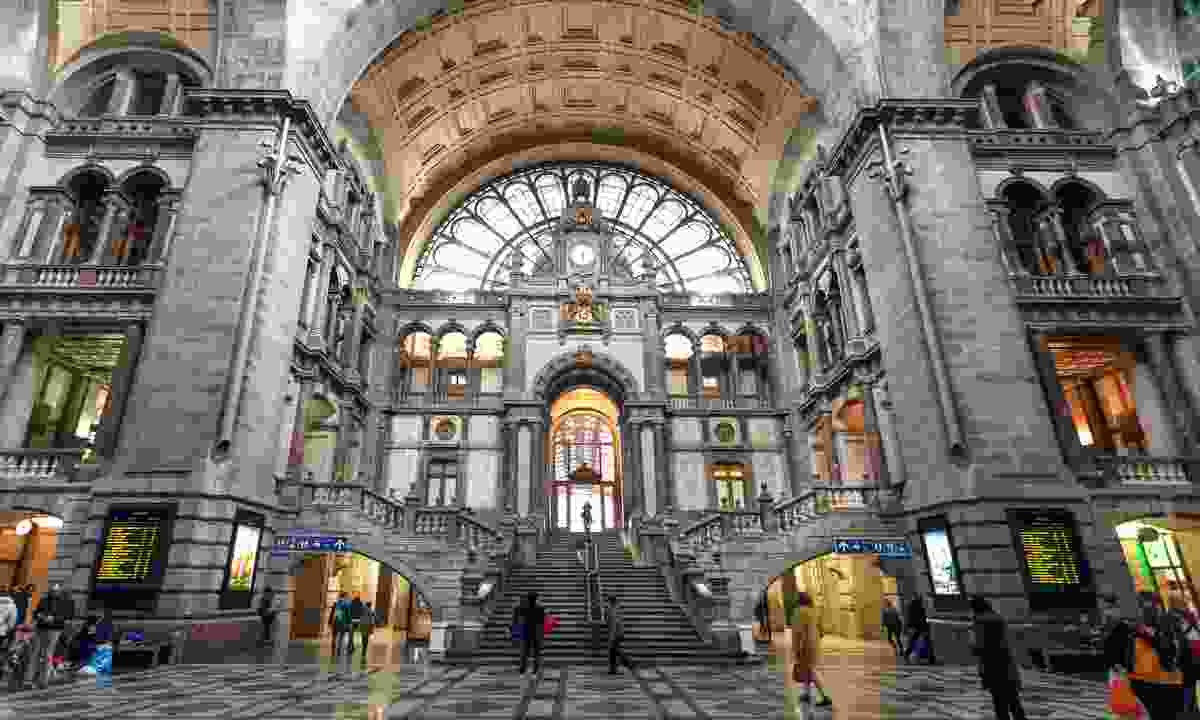 Terminus building of Antwerp Centraal (Dreamstime)