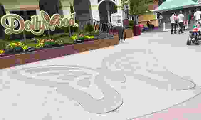 Dollywood sign (Dreamstime)