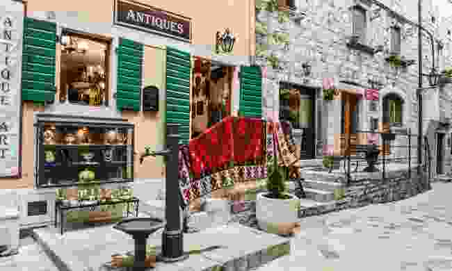 Antiques in the old town (Dreamstime)