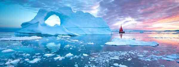 A glacier in Disko Bay, Greenland(Shutterstock)