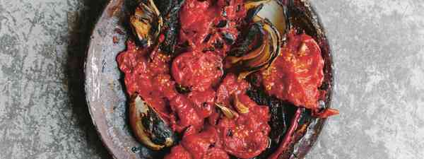 How to make roja salsa like they do in Mexico  (Aracelli Paz)