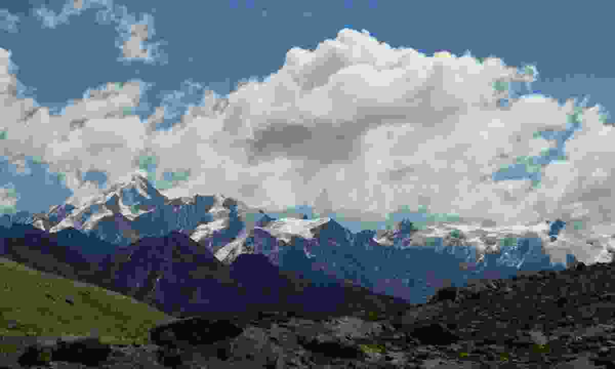Apolobamba mountains in northern Bolivia (Dreamstime)