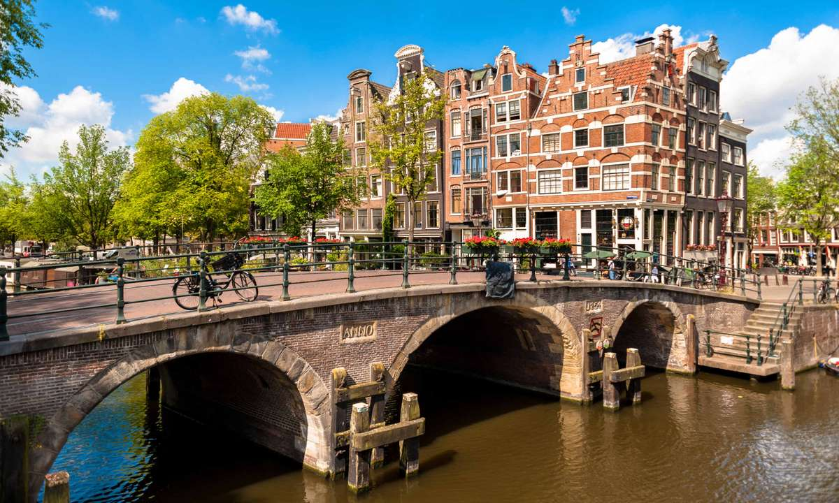 Streets and bridges of Amsterdam (Dreamstime)