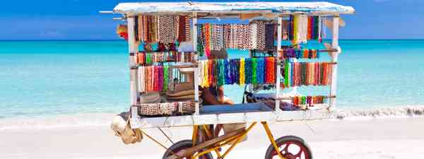 Souvenir cart of Varadero beach (Dreamstime)